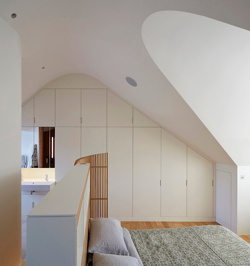 London Brownstones:  Bedroom by Knox Bhavan Architects ,