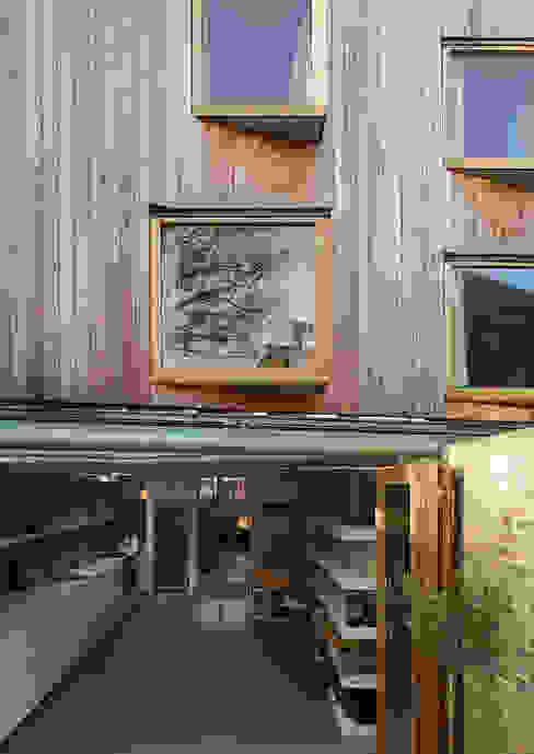 London Brownstones:  Terrace by Knox Bhavan Architects ,