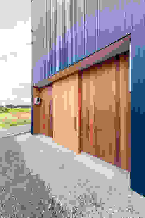 現代房屋設計點子、靈感 & 圖片 根據 STaD(株式会社鈴木貴博建築設計事務所) 現代風