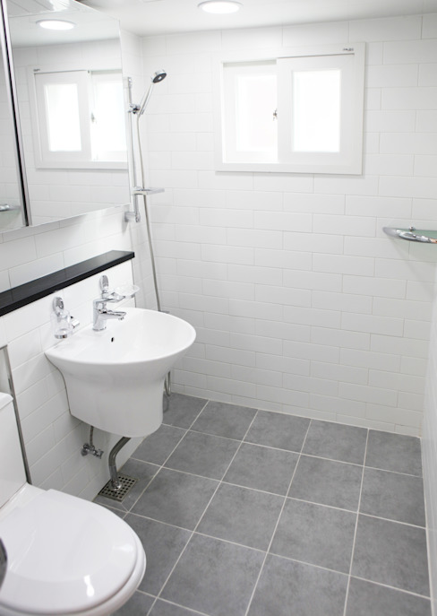 Modern Bathroom by 디자인팩토리9MM Modern