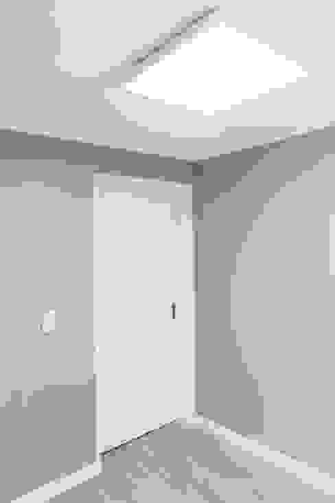 Modern Dressing Room by 디자인팩토리9MM Modern