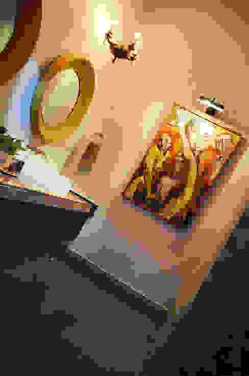 Casa 56: Baños de estilo  por Workshop, diseño y construcción, Colonial