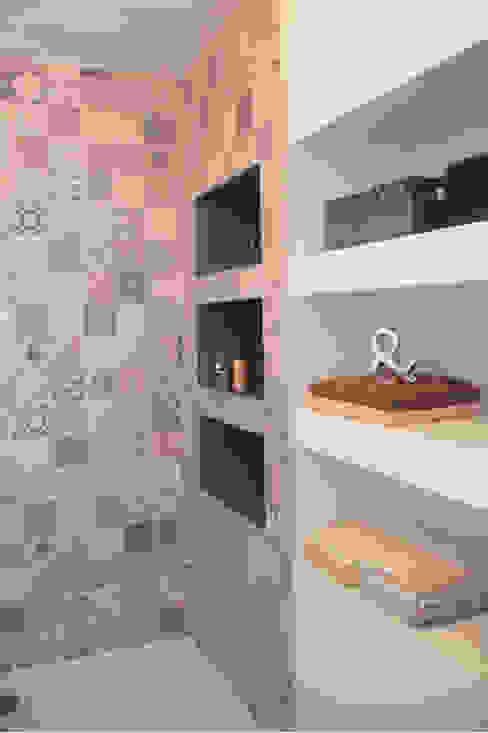 現代浴室設計點子、靈感&圖片 根據 Koya Architecture Intérieure 現代風