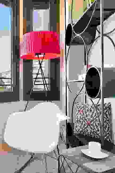 Salas de estar modernas por Markham Stagers Moderno