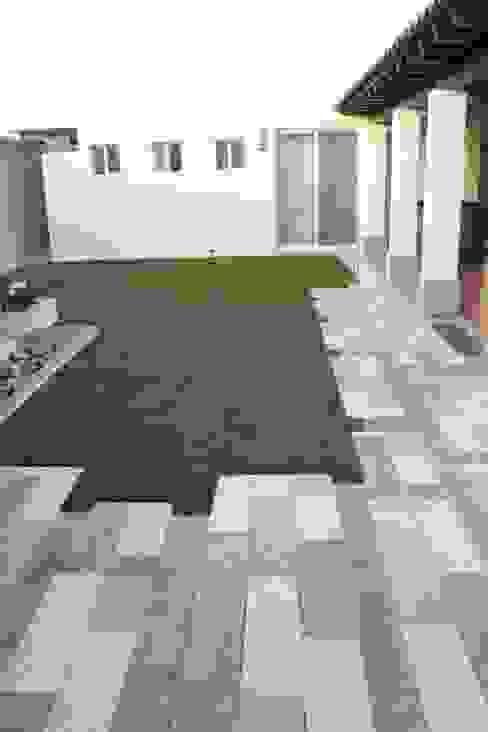 Garden by Daniel Teyechea, Arquitectura & Construccion, Modern