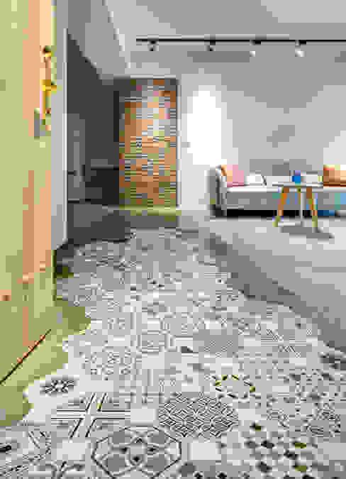 二手屋的小清新旅程 磨設計 隨意取材風玄關、階梯與走廊