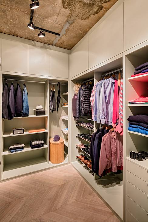Walk-in Wardrobe Skandynawska garderoba od Warret & Jullion Skandynawski