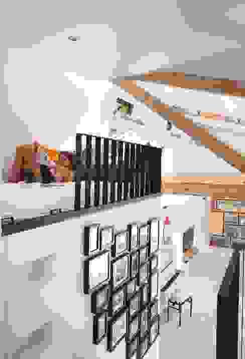 Complete make-over Amsterdamse Woonboot Moderne woonkamers van Architect2GO Modern