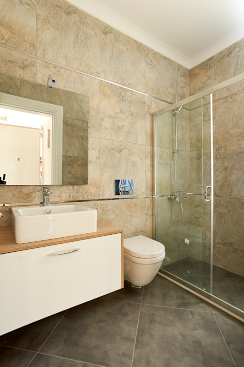 現代浴室設計點子、靈感&圖片 根據 NAZZ Design Studio 現代風