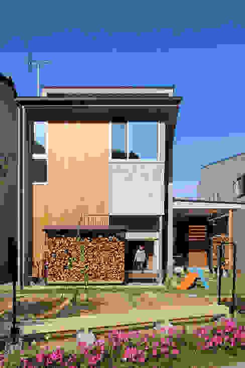 Garden by MAG + 宮徹也建築計画, Modern Wood Wood effect