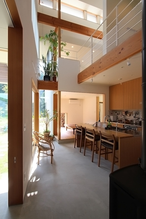 Modern kitchen by MAG + 宮徹也建築計画 Modern Wood Wood effect
