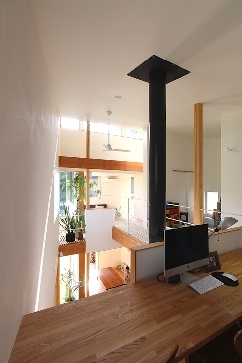 Sala multimediale moderna di MAG + 宮徹也建築計画 Moderno