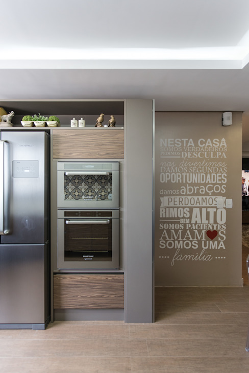 Kitchen by Cassiana Rubin Arquitetura, Minimalist