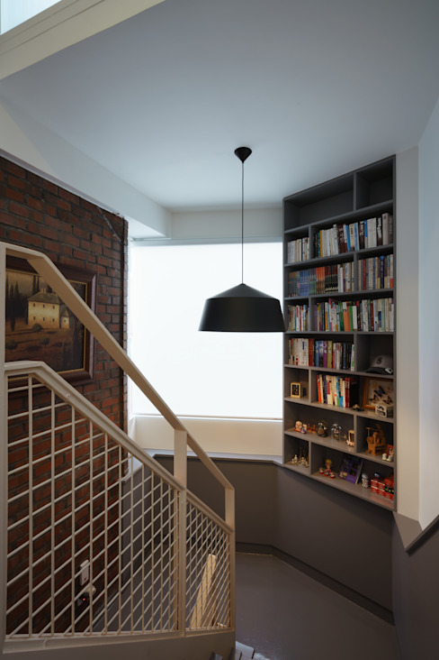 Modern corridor, hallway & stairs by homify Modern