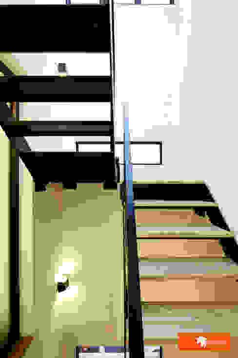 天朗氣清-王家老宅翻新 隨意取材風玄關、階梯與走廊 根據 Unicorn Design 隨意取材風
