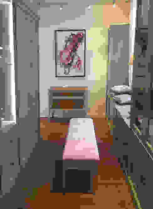 Conexo. Modern dressing room Solid Wood Grey