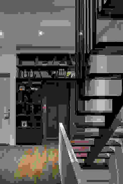 大荷室內裝修設計工程有限公司 Pasillos, vestíbulos y escaleras modernos