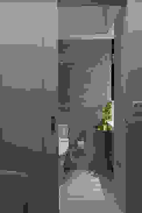 洗滌身心。療癒自然宅 Modern bathroom by 大荷室內裝修設計工程有限公司 Modern