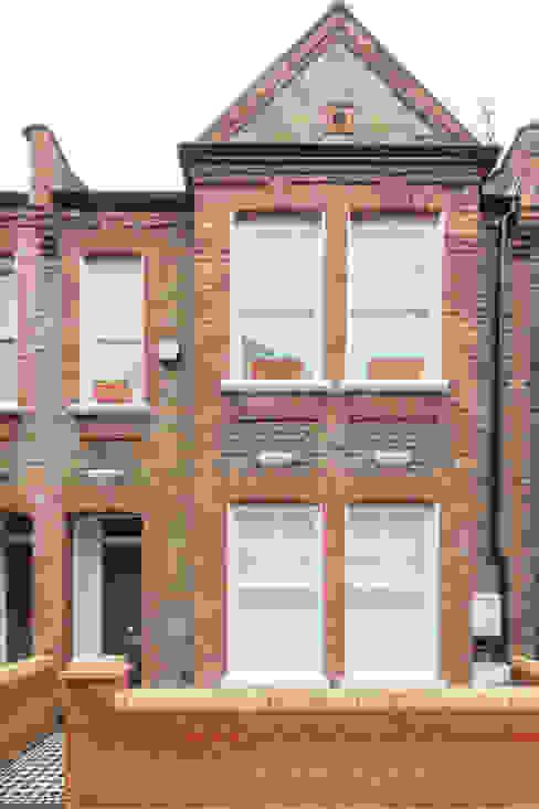 Major renovation, extension and loft. Fulham W6 Nhà phong cách kinh điển bởi TOTUS Kinh điển