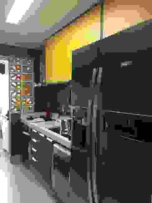 Cozinha LILIAN FUGITA ARQUITETURA Cozinhas modernas Amarelo