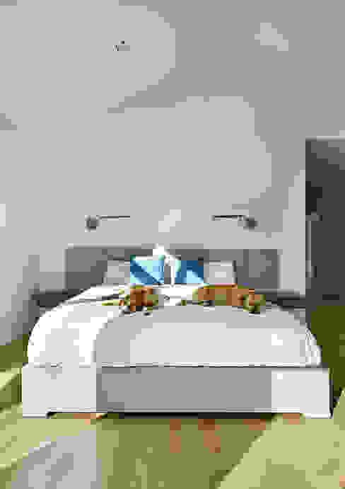 Kamar Tidur Modern Oleh KUBE architecture Modern