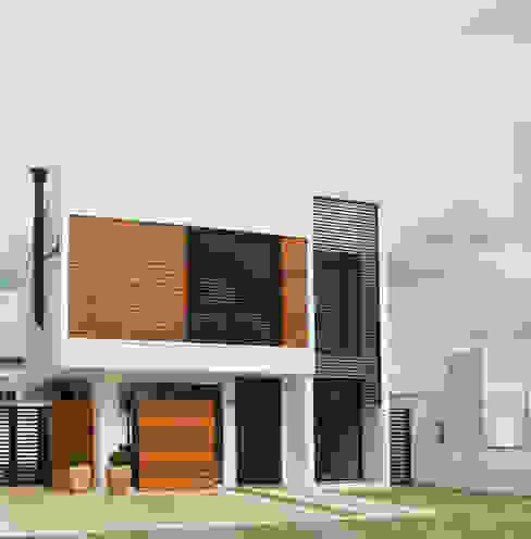 Maisons modernes par Taguá Arquitetura Moderne Bois Effet bois