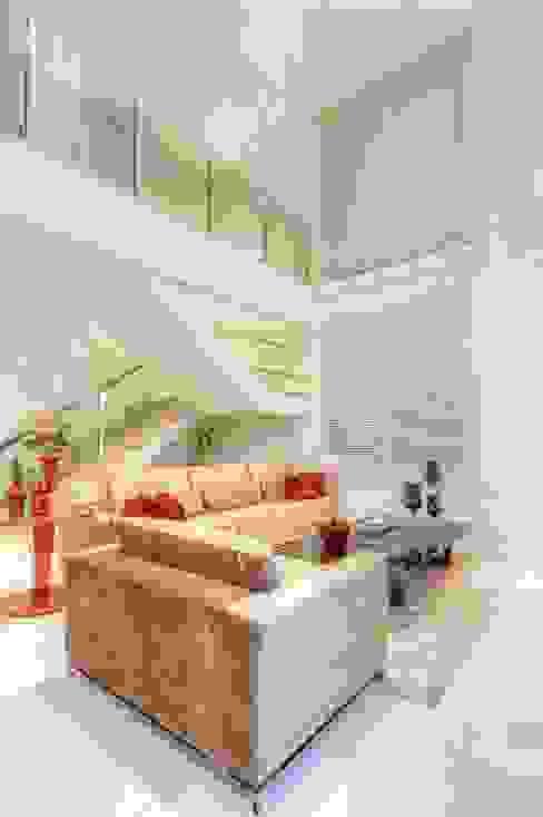 Salas / recibidores de estilo  por JANAINA NAVES - Design & Arquitetura, Ecléctico Compuestos de madera y plástico