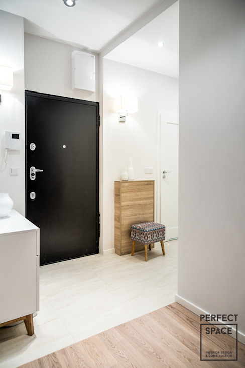 Couloir, entrée, escaliers modernes par Perfect Space Moderne
