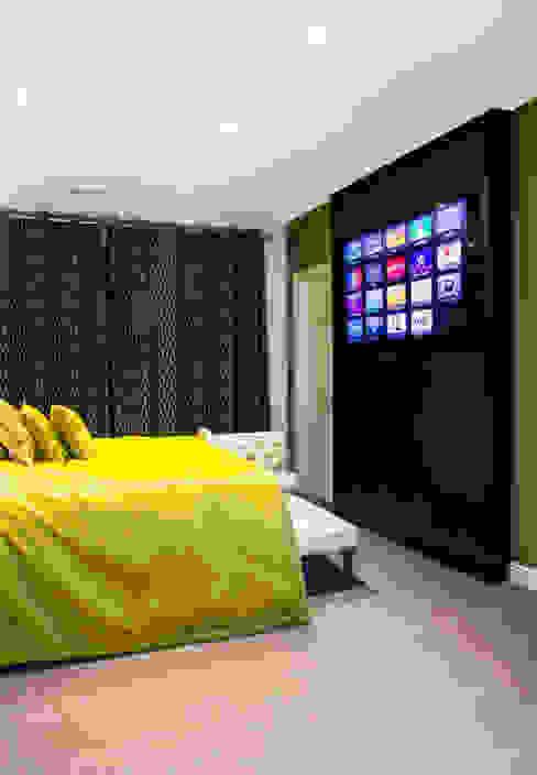 Master bedroom Modern style bedroom by Link It Solutions Ltd Modern