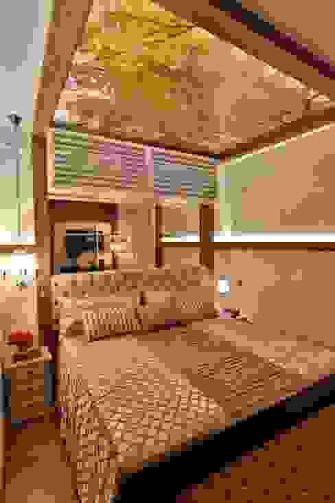 Rustic style bedroom by MAJÓ Arquitetura de Interiores Rustic