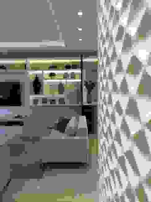 Couloir, entrée, escaliers modernes par Nova Arquitetura Moderne