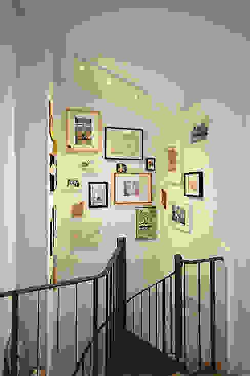 Eklektyczny korytarz, przedpokój i schody od innen_architekten BALS + WIRTH Eklektyczny