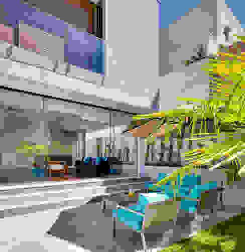 Jardines modernos: Ideas, imágenes y decoración de Arqbox Moderno Hormigón