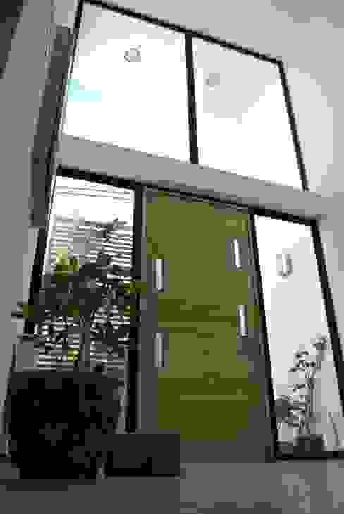 Casa Lomas Pasillos, halls y escaleras minimalistas de AtelierStudio Minimalista