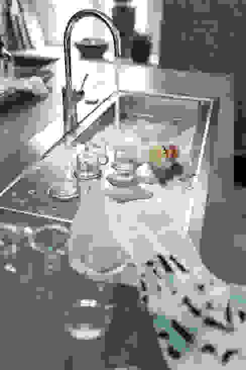 Cocinas de estilo moderno de Planungsgruppe Korb GmbH Architekten & Ingenieure Moderno