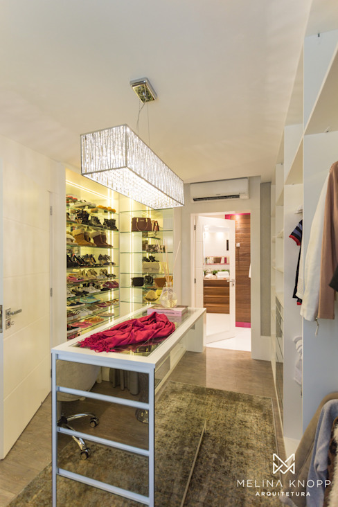 Dressing room by Melina Knopp Arquitetura