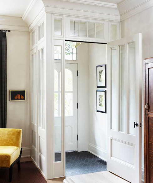 Entry Classic style corridor, hallway and stairs by Douglas Design Studio Classic