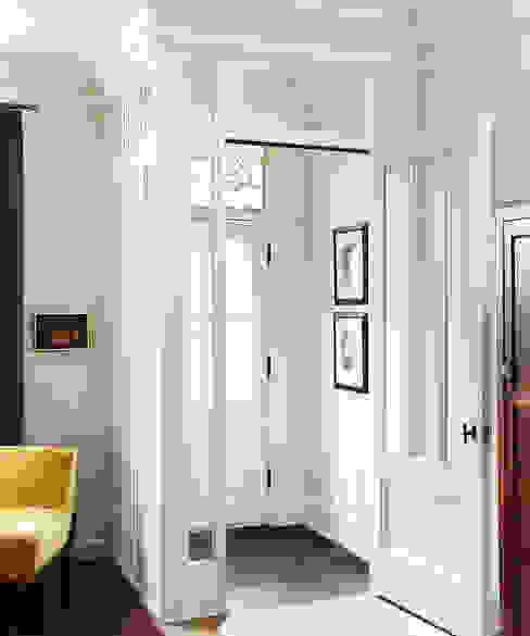 Klassischer Flur, Diele & Treppenhaus von Douglas Design Studio Klassisch