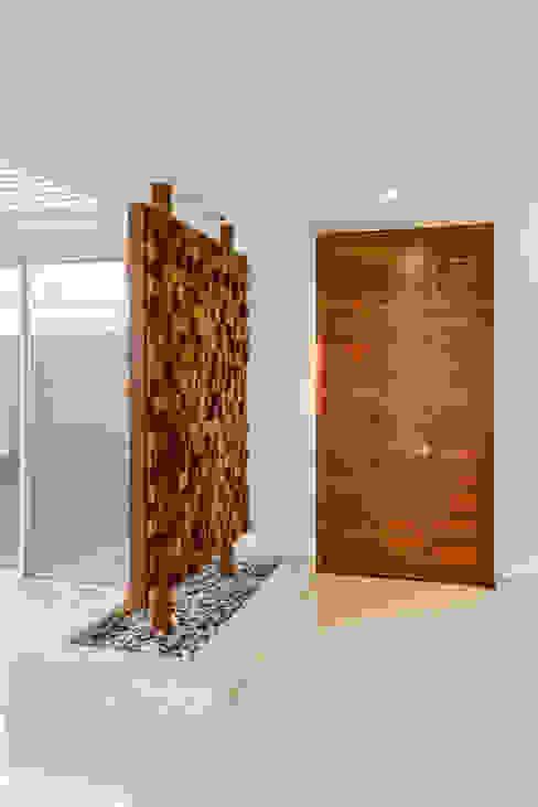 GENETICA ARQ STUDIO Modern corridor, hallway & stairs