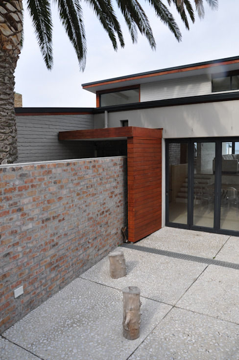 HOLIDAY HOME CONVERSION:  Patios by Gallagher Lourens Architects, Modern