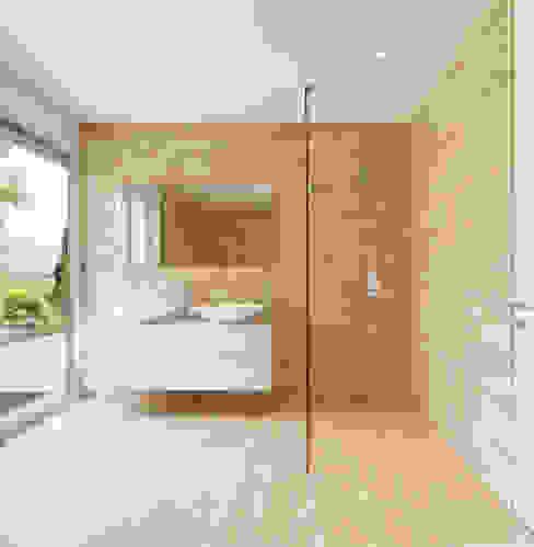 Minimal Walk-in Shower Gracious Luxury Interiors Minimal style Bathroom Beige