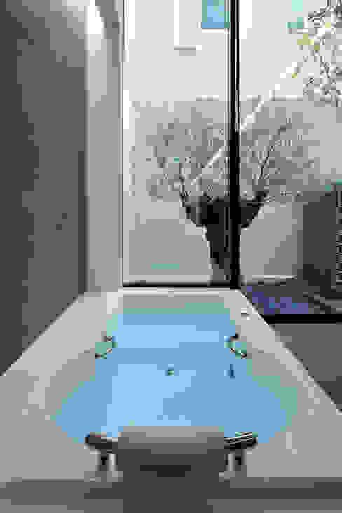 浜田山の家 ミニマルスタイルの お風呂・バスルーム の 遠藤誠建築設計事務所(MAKOTO ENDO ARCHITECTS) ミニマル