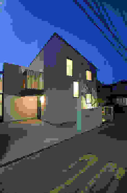 Rumah Modern Oleh 遠藤誠建築設計事務所(MAKOTO ENDO ARCHITECTS) Modern