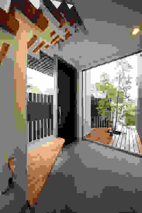 haus-kuro 北欧スタイルの 玄関&廊下&階段 の 一級建築士事務所haus 北欧 タイル