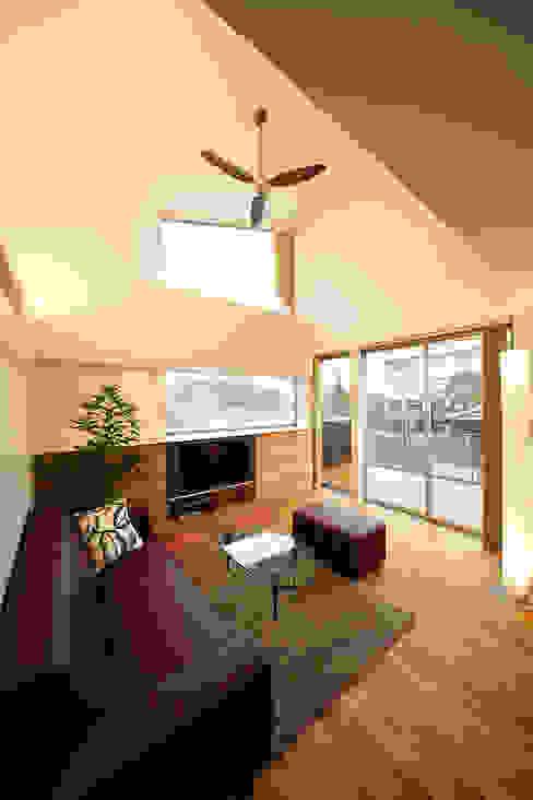 haus-kuro 北欧デザインの リビング の 一級建築士事務所haus 北欧 木 木目調