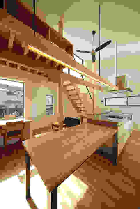 haus-gap 北欧デザインの ダイニング の 一級建築士事務所haus 北欧 木 木目調