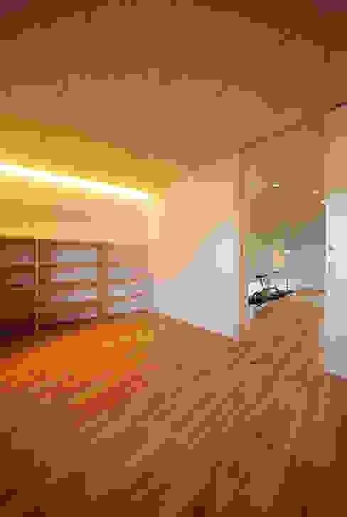 haus-gap 北欧スタイルの 寝室 の 一級建築士事務所haus 北欧 木 木目調