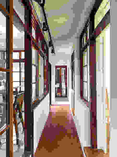有涯齋 Scandinavian style corridor, hallway& stairs by 築築空間 Scandinavian