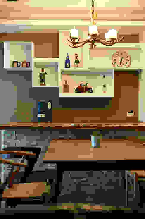 櫃門線條隱隱透露簡約設計細節 青瓷設計工程有限公司 Country style dining room