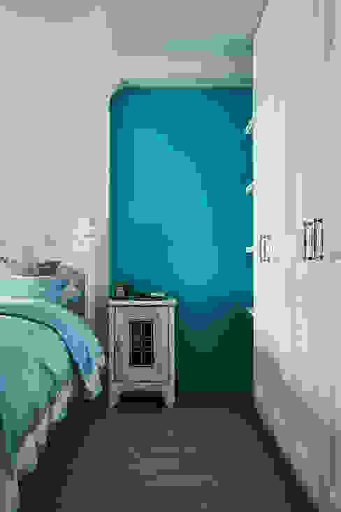 蒂芬妮藍 ×復古白,刷出寧靜夢幻感 Country style bedroom by 青瓷設計工程有限公司 Country